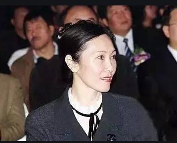 顺丰老板娘邓丽贞照片 曾掌控顺丰境外庞大的资产