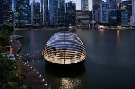 全球首个水上苹果旗舰店开幕!像一颗漂浮在海上的明珠
